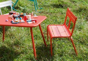 Du beau mobilier de jardin pour vos enfants !