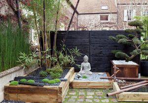 Un jardin zen en rouge et noir