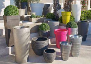 Pots et jardinières habillent la terrasse et le jardin