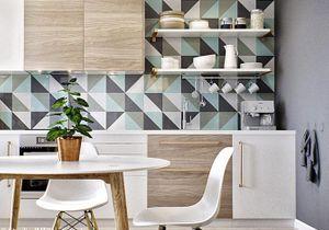 Le papier peint dans une cuisine, ça change tout !