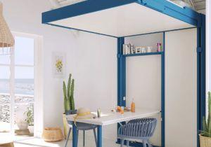 Une grande table dans un tout petit espace