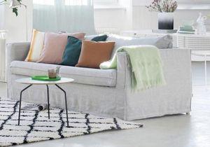 Leçon de déco : relooker son canapé sans le changer