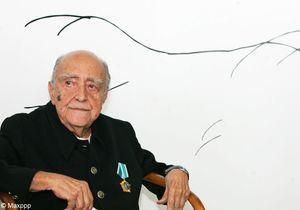 Oscar Niemeyer dans les courbes du temps