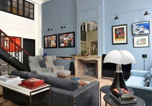 Visitez ce superbe atelier parisien à la décoration bleue