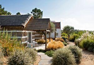 Épure et artisanat pour cette villa portugaise