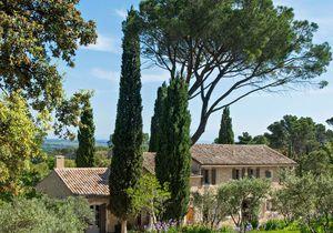 Un mas provençal superbement rénové dans les Alpilles