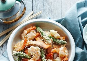Comment cuire des crevettes et des asperges ?