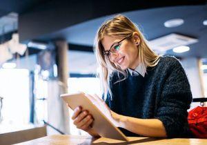 Les jeunes femmes, plus diplômées, s'insèrent mieux dans l'emploi