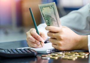 Salaire : les femmes plus pénalisées que les hommes au long de leur carrière