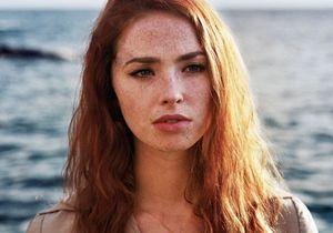 Freya Mavor, la jolie rousse qui nous fait rêver dans « La Dame dans l'auto avec des lunettes et un fusil »