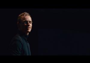 Les premières images de Michael Fassbender en Steve Jobs