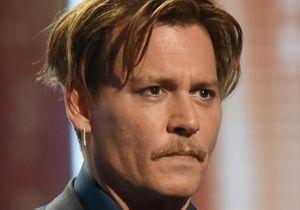 Pourquoi Johnny Depp a-t-il besoin d'une oreillette sur ses tournages ?