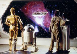 Saviez-vous que James Bond, le prince William et le prince Harry avaient joué dans Star Wars ?