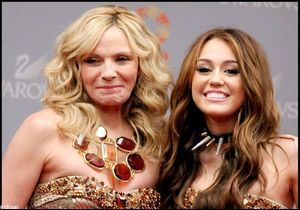 Sex & the City 2 : Kim Cattrall, humiliée par Miley Cyrus