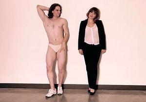 « Blurred Lines » : des hommes en string pour une version féminine