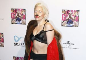 Lady Gaga chante le nouveau titre de son album « Artpop »
