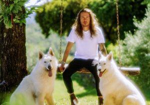 Le clip de la semaine : « Waf » de Julien Doré avec ses chiens Simone et Jean-Marc