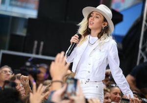 Miley Cyrus pose nue et enflamme la toile