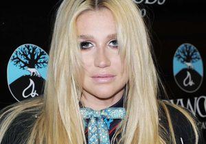 Kesha se prend trois vents devant une caméra et le Web en rit