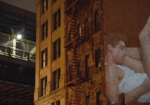 L'anti-blues du dimanche soir : des géants endormis projetés sur les murs de New York