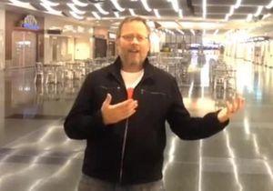 Il chante «All By Myself» dans un aéroport, Céline Dion lui répond!