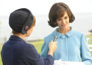 Katie Holmes reprend le rôle de Jackie Kennedy