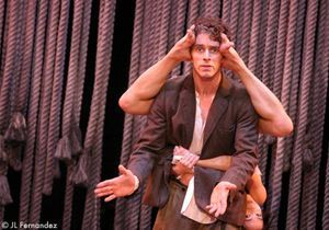 On court voir James Thiérrée au théâtre Marigny