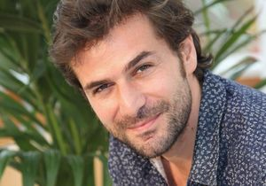 De « Sous le soleil » à « La Main du Mal » : 3 choses à savoir sur Grégory Fitoussi