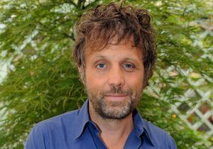 « Salut les Terriens ! » : le tweet qui valu son licenciement à Stéphane Guillon