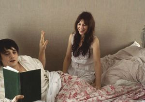 Vidéo : Charlotte Gainsbourg charme Pete Doherty