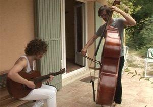 [VIDEO] Julien Doré et son band : impro dans le jardin