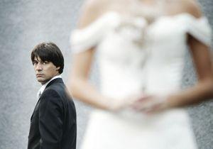 Il se venge de son épouse infidèle en vendant sa robe de mariée