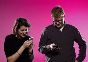 #PrêtàLiker : que se passe-t-il quand des couples échangent leur téléphone ?