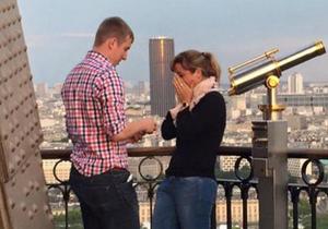 #PrêtàLiker : qui est ce couple en pleine demande en mariage à la Tour Eiffel ?