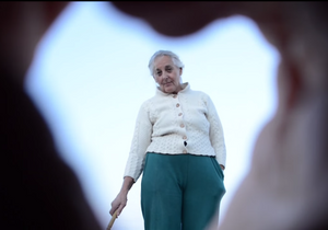 #PrêtàLiker : une mère cherche l'amour, son fils l'aide en réalisant une vidéo