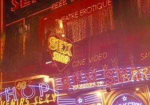 Vendeurs de Sex shops : ils nous racontent ce qui se passe derrière le rideau