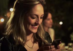 Vidéo : faut-il envoyer un texto après un premier rendez-vous ?