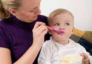 Des aliments pour bébés moins chers pour aider les familles