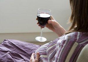 Grossesse : le vin à petites doses autorisé ?