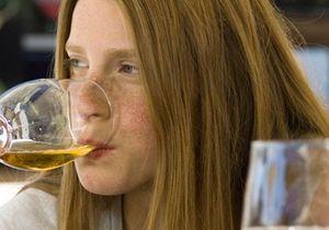 """Le cerveau des filles plus sensible au """"binge drinking"""""""