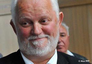 Un maire devant le juge pour avoir giflé un ado