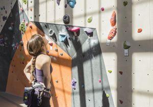 L'escalade en salle : le sport qui vous fait un corps en béton
