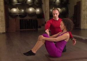 [VIDEO] Pilates : le roll up et roll down