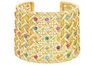 Bracelets larges pour silhouette chic