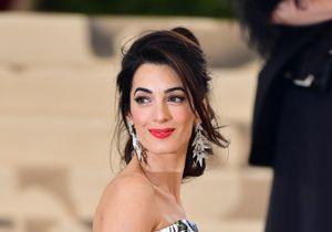 Amal Clooney : Et si on passait l'été en pantalon XXL nous aussi ?