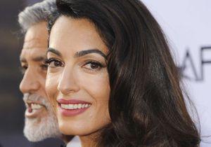 Amal Clooney séduisante pour sa première sortie avec George après l'accident