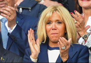 Brigitte Macron : chic en manteau bleu marine pour soutenir les Bleues