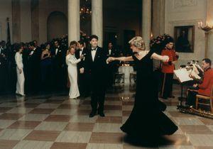 De Lady Diana à Bella Hadid, la robe comme vengeance