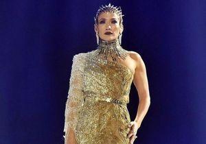 Jenifer Lopez renversante dans une robe or Versace