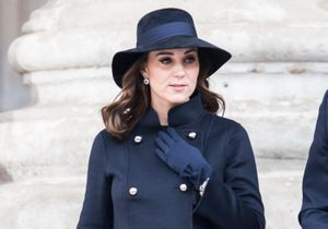 Et si on osait le total look bleu marine de Kate Middleton ?